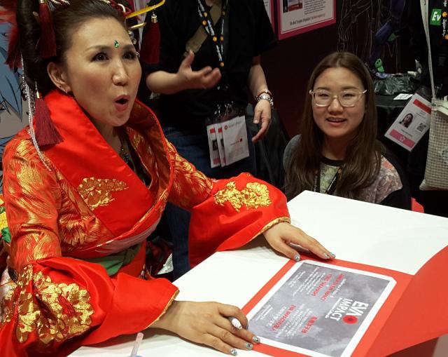 Yoko Takahashi viene insignita del titolo Amica di EVA IMPACT